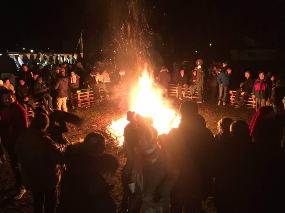 Weihnachtsmärkte in Altlandsberg und Umgebung - Lagerfeuer an der Stadtkirche Altlandsberg